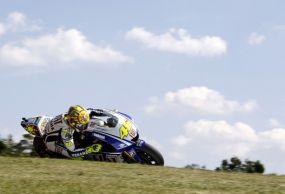 Lorenzo Jatuh, Rossi Menang